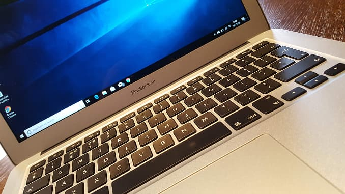 Apple MacBooks can run windows in Bootcamp